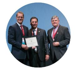 Simon Thompson receiving 1st place in the prestigious John Joyce Award at ISAKOS 2015.
